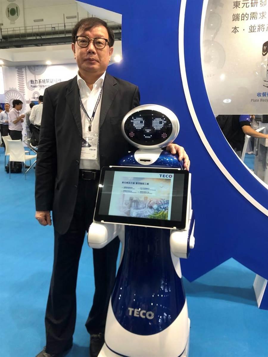 东元电机新开发导览机器人今首度曝光,负责全案的东元协理林胜泉。图/沈美幸